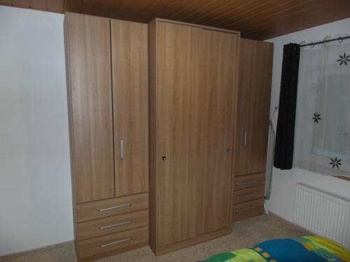 kleiderschrank-schlafzimmer